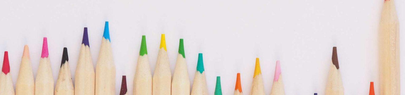 Perusopetus - eri värisiä värikyniä
