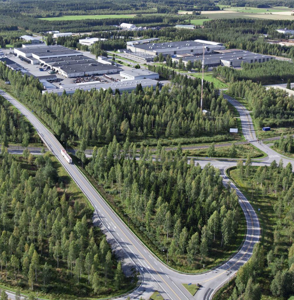 Aronkylän teollisuusalueella on suuria teollisuushalleja ja vapaita tontteja