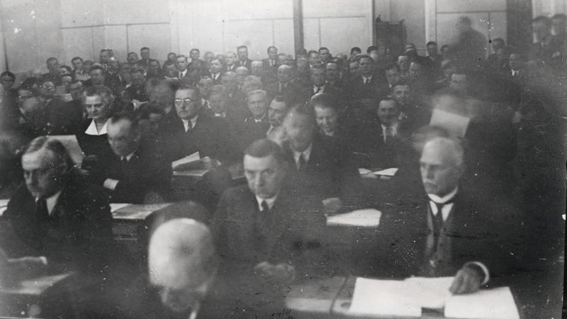 Eduskuntamuseo. Eduskunta kokoontuneena täysistuntoon Kauhajoella Talvisodan aikaan 1939