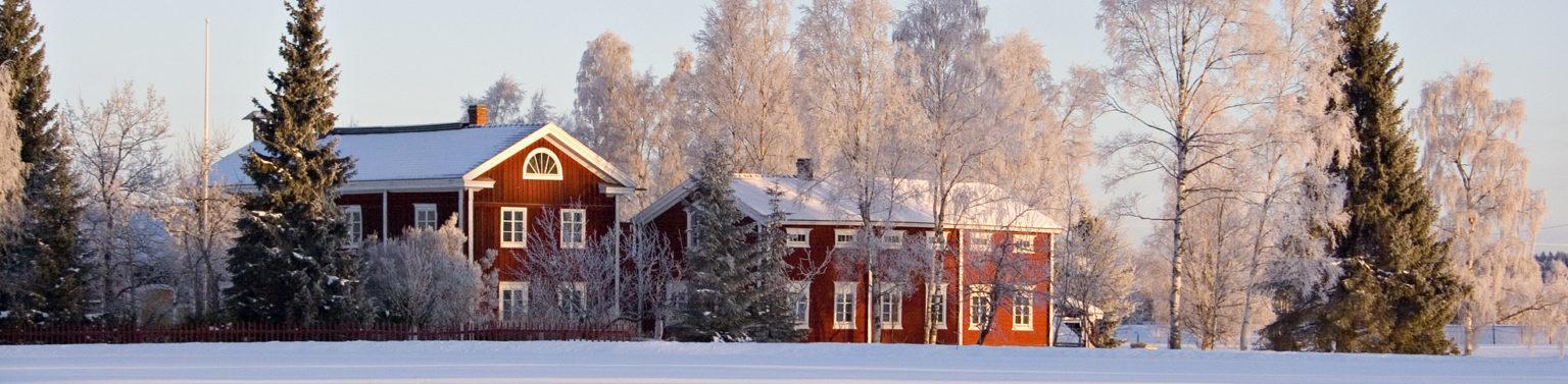Hämes-Havusen pohjalainen talonpoikaistalo talvipakkasessa