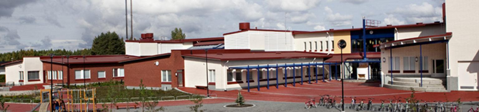 Yleiskuva Kauhajoen koulukeskuksen päärakennuksesta