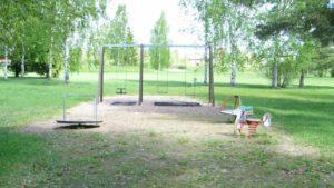 Neva-Kokonpuiston leikkikenttä.