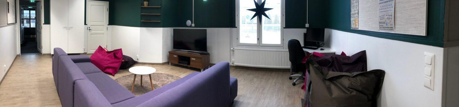 Nuorisotalo Räimiskän alakerran televisio-huone.