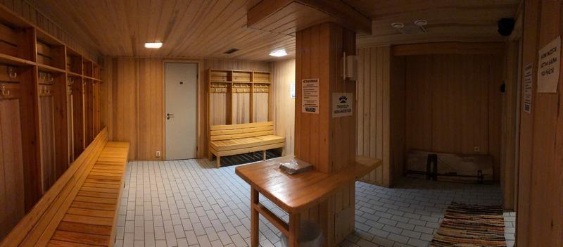 Walkers nuorisokahvilan saunatilojen pukeutumistilat