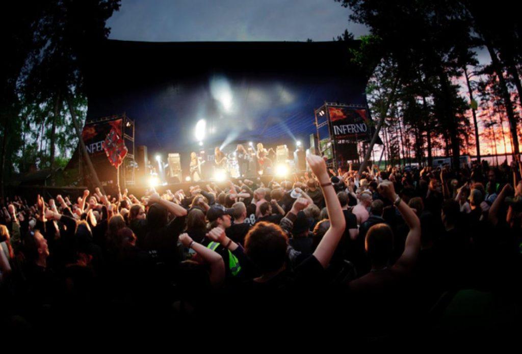 Festarikansa juhlii Nummirock-hevirock-festivaaleilla