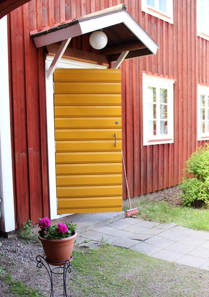 Hämes-Havusen keittiön ovi raollaan.