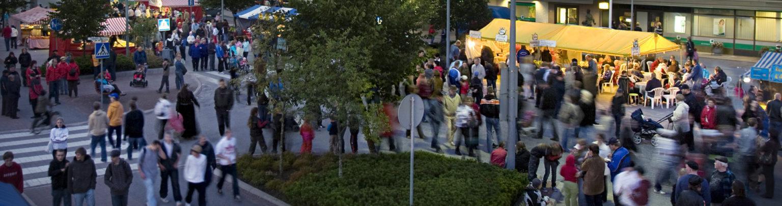 Torikojuja kadulla Syöminkien yö-tapahtumassa