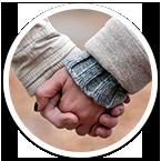 Päidekyselyyn kuvitusta, jossa isompi käsi on ottanut pienemmän käden oman kätensä sisään.