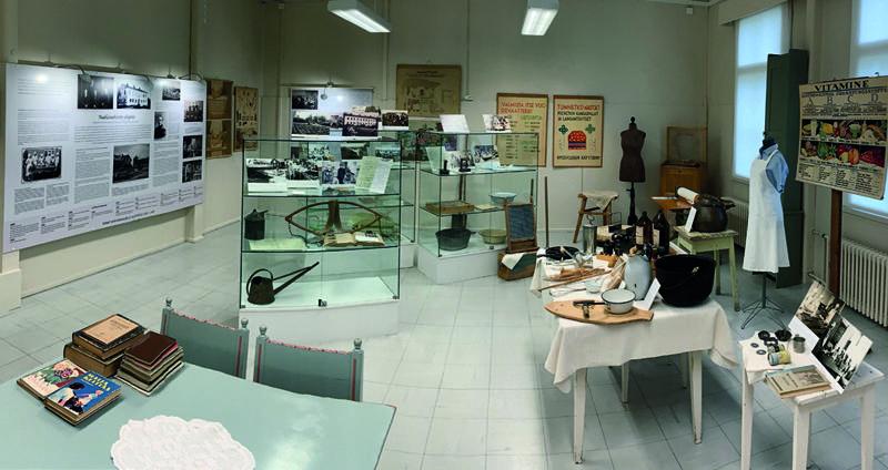 Kauhajoen kotitalousopiston näyttely on nähtävillä Sanssin kulttuuritalossa, museokäytävällä.